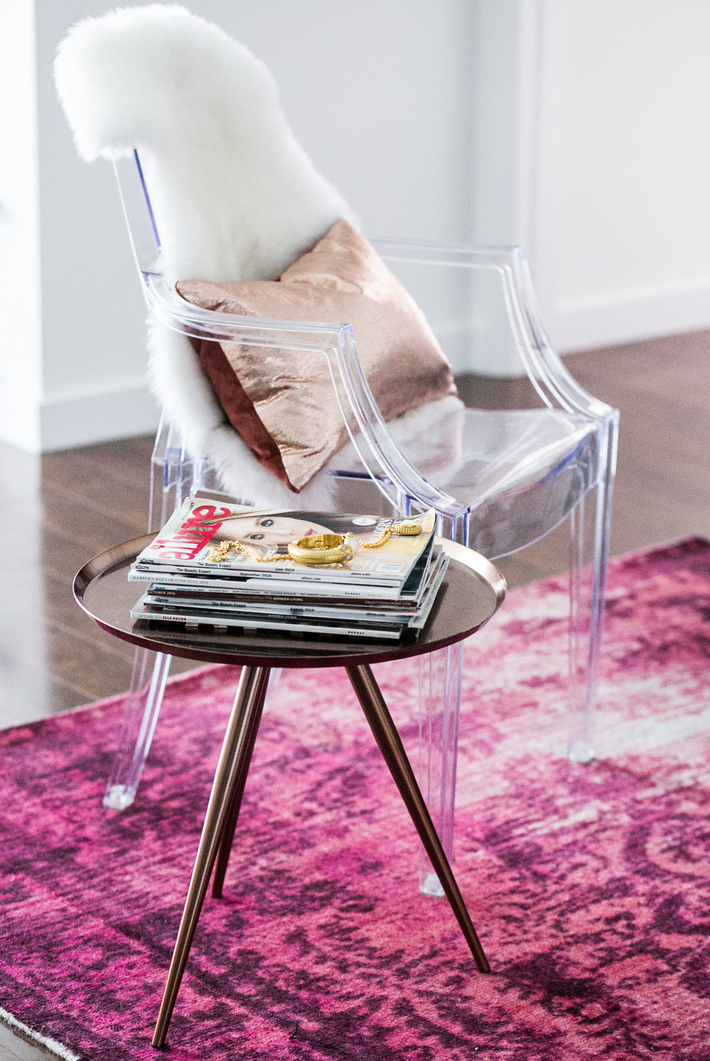 sidesmile-style-home-tour-ghost-chair