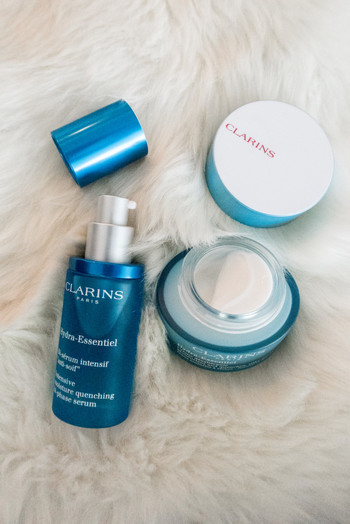 SIDESMILE STYLE CLARINS HYRDRA ESSENTIEL REVIEW-2