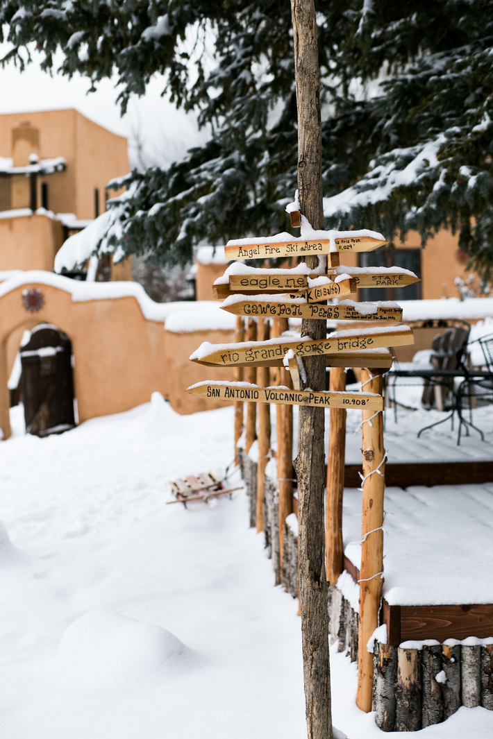 SIDESMILE STYLE TAOS NM WINTER TRAVEL GUIDE-39